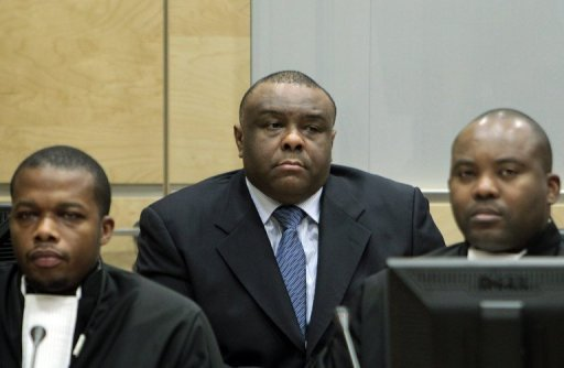 Bemba, with his lawyers Kabongo (L) & Musamba (R), photo: ICC